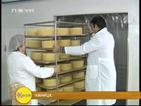 Пощальонът Пейо учи как се прави мъжко сирене
