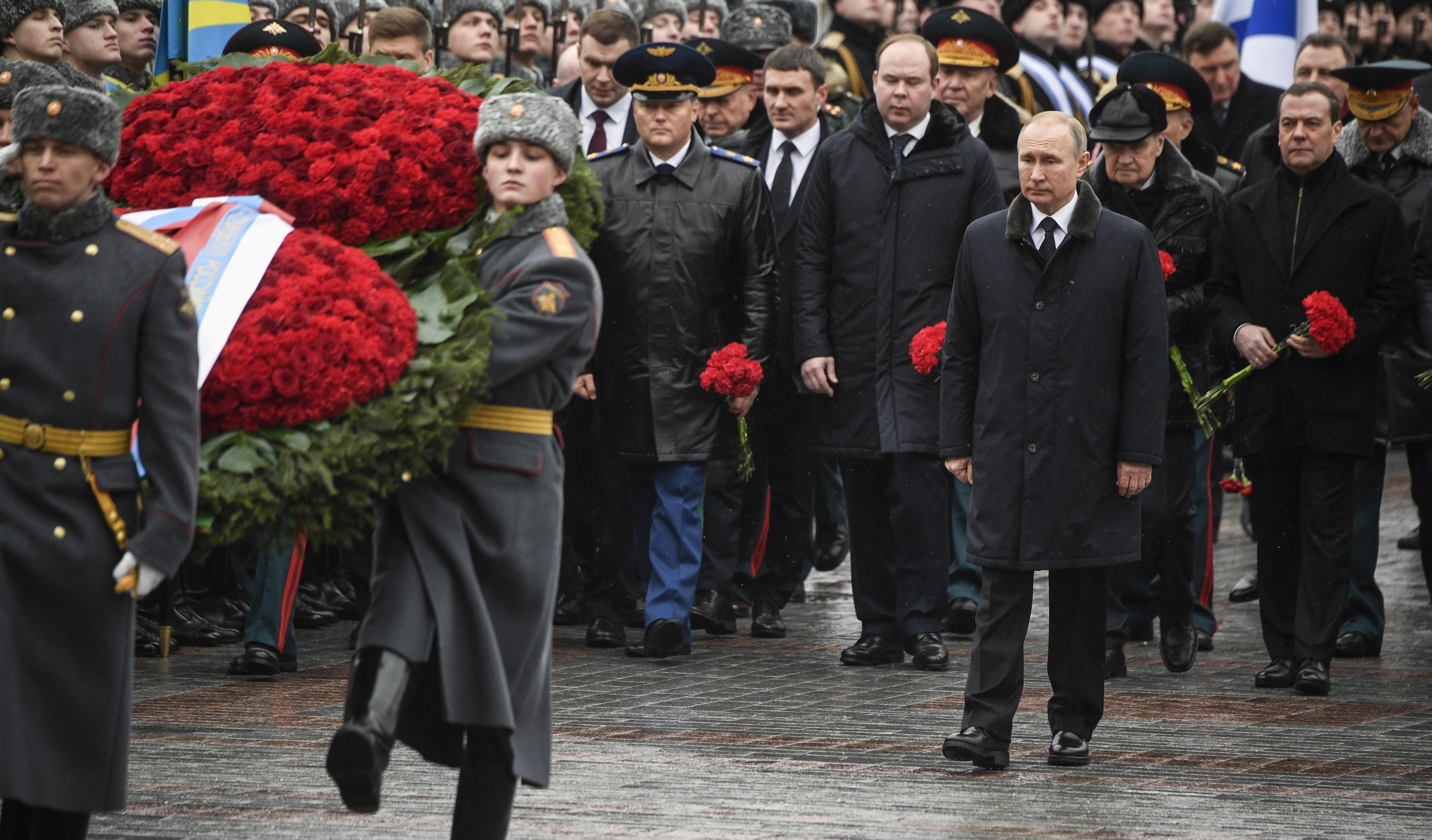 Путин обеща свръхмодерни лазерни и хиперзвукови оръжия за армията и флота /СНИМКИ/