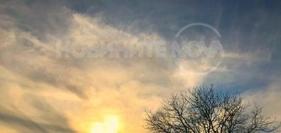 Облаците изрисуваха сърце върху залязващото слънце
