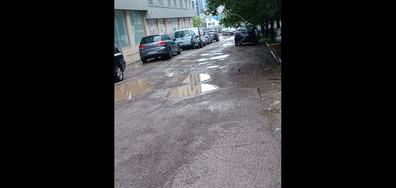 Улица в ужасно състояние, водеща до софийска болница