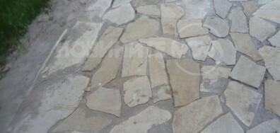 Подмяна на плочки пред Боянската църква