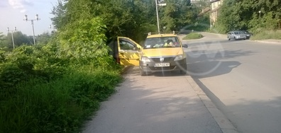 Такси на тротоара в Габрово