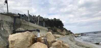 Строежи на брега и изтичане на води от тях в морето