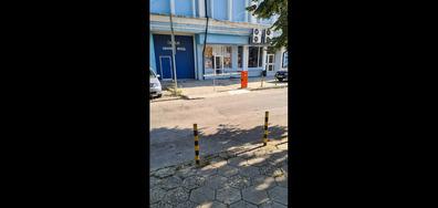 """Паркиран автомобил със """"специално разрешение"""" на тротоар в синя зона"""