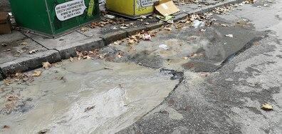 Теч на вода от уличен водопровод