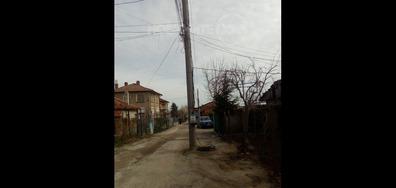 Електрически стълб на улично платно