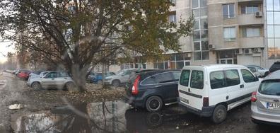 Естетически издържан паркинг в София