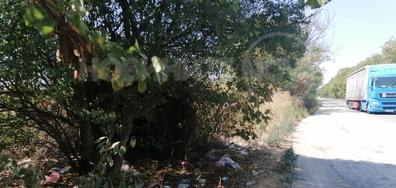 Боклук край пътя