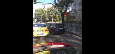 Автомобил кара по велоалея
