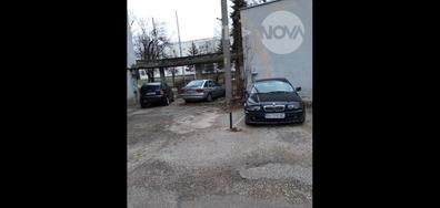 Частен паркинг до жилищен блок и трафопост