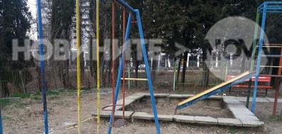 Детска площадка в окаяно състояние
