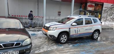 СОТ паркирал на инвалидни места в заледено време