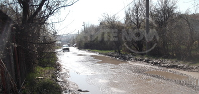 Проблем с канални води в Горна Баня