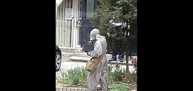 Защитa от COVID-19 с армейски химически костюм