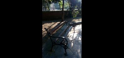 Счупени пейки във Варна