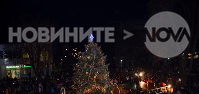 Коледната елха грейна и Дядо Коледа пристигна в Разград!