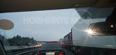 """АМ """"Тракия"""" на Вакарел в посока София е затворена"""