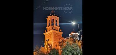 """Църквата """"Света Троица"""" в Свищов нощем"""