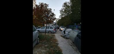 Пешеходна пътека и тротоар до училище