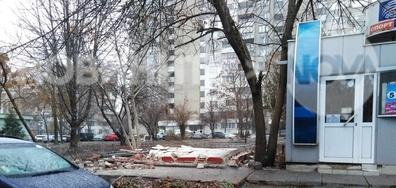 Замърсяване на градинка от стройтелен и канцарогенен боклук