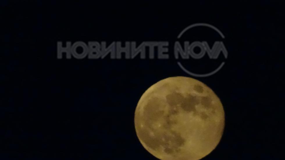 Луната късно вечер