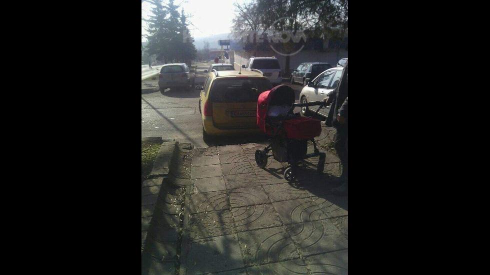 Ето така се спира на пешеходна пътека в град Бобов дол