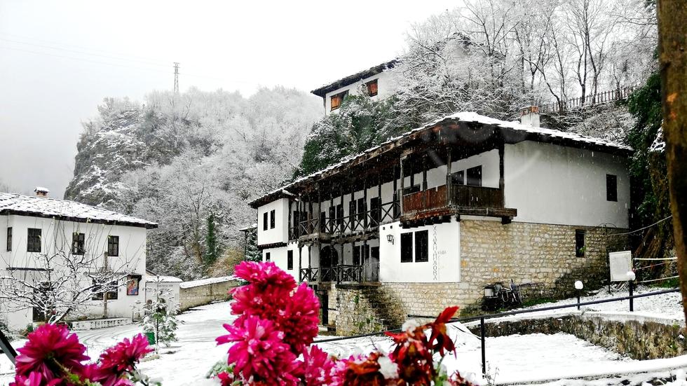 Зимата дойде и в Черепишкия манастир. Да ни е честита !