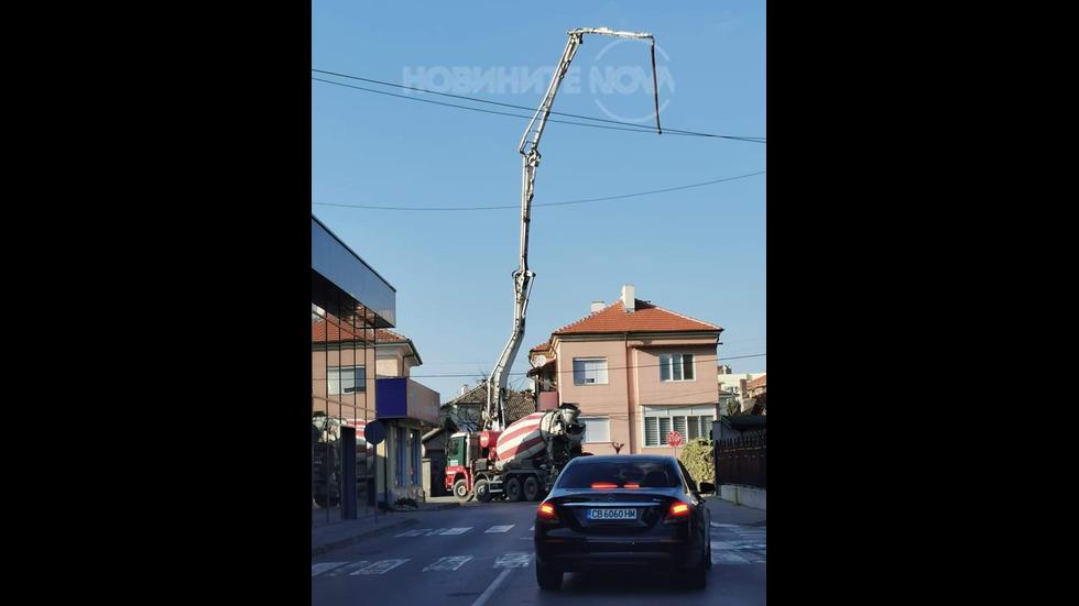 Как се кара бетоновоз в град?