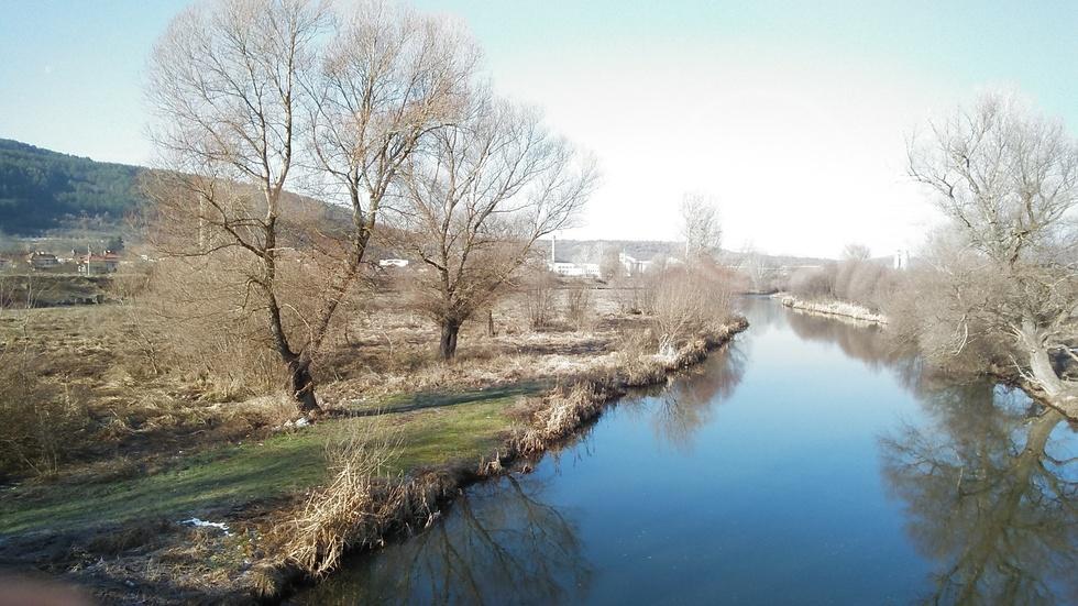 Пролетта посети река Струма