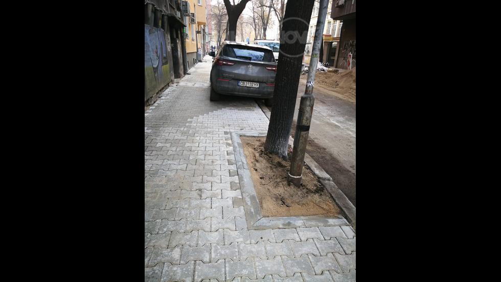 Паркиране на тротоар в ремонт