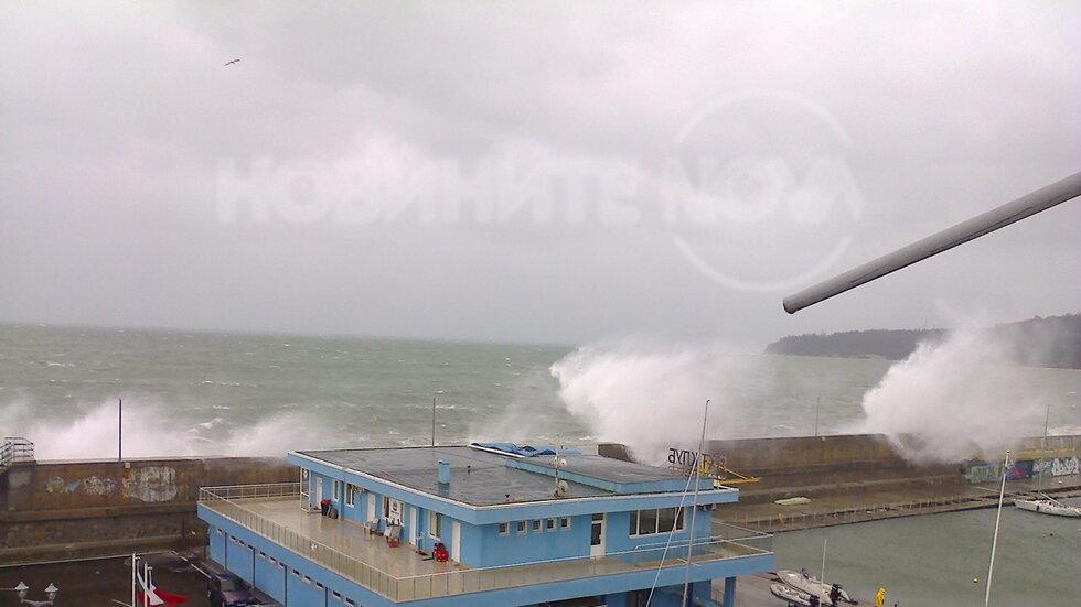 Вълните на Морска гара Варна сега