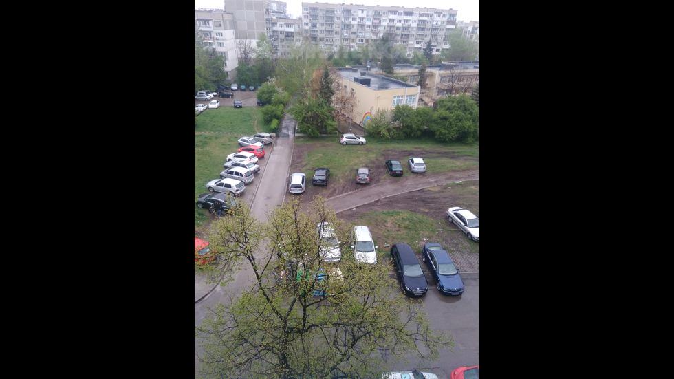 Паркиране върху зелени площи
