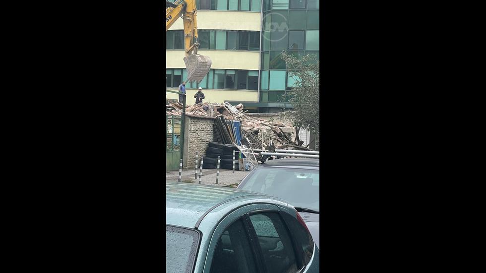 Опасно разрушаване на сграда - без документи и обезопасяване