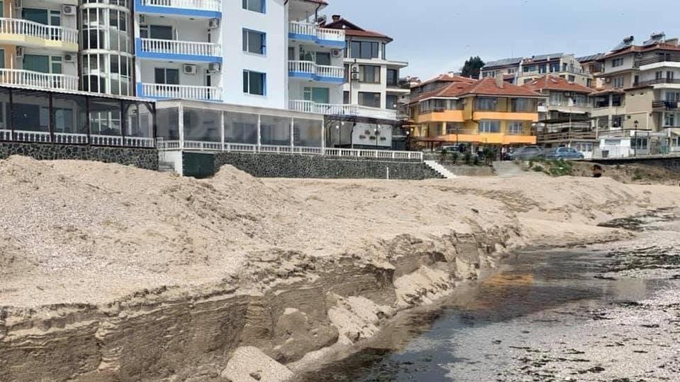 Плажа в Созопол се разкопава