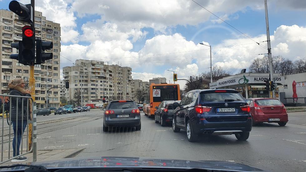 """Нарушения на кръстовището между бул. """"Възкресение"""" и бул. """"Вардар"""""""