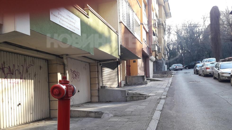 Преграден тротоар в центъра на Пловдив
