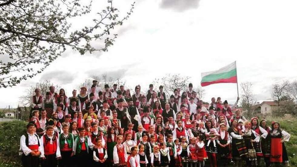 Великденски събор събра над 140 самодейци в народни носии в Лесичово