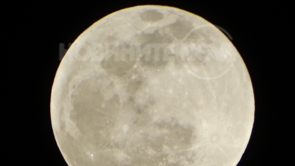 Красива Луна