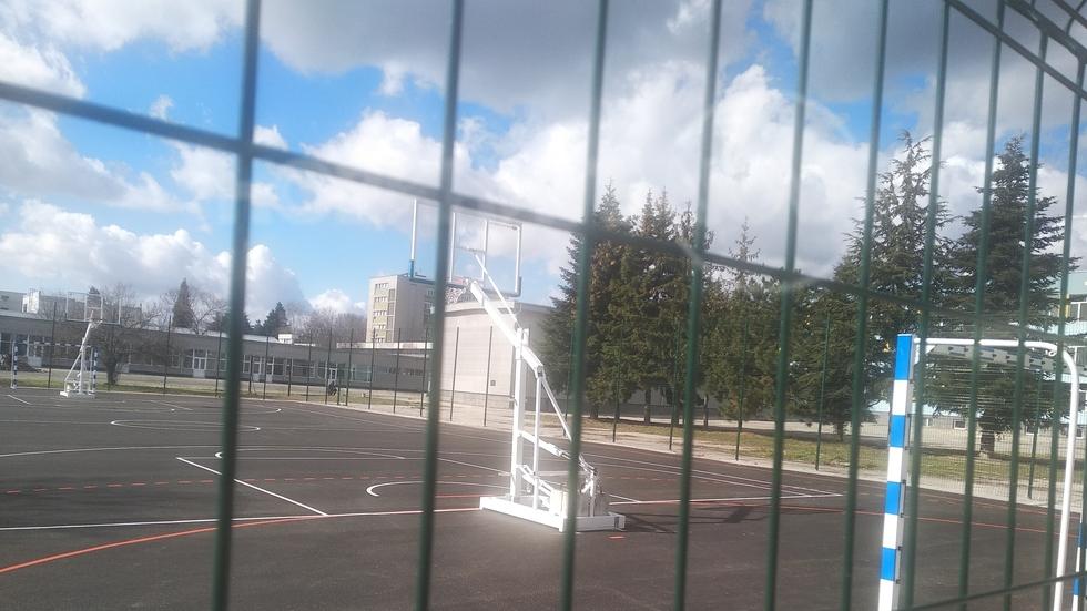 Абсурдна спортна площадка