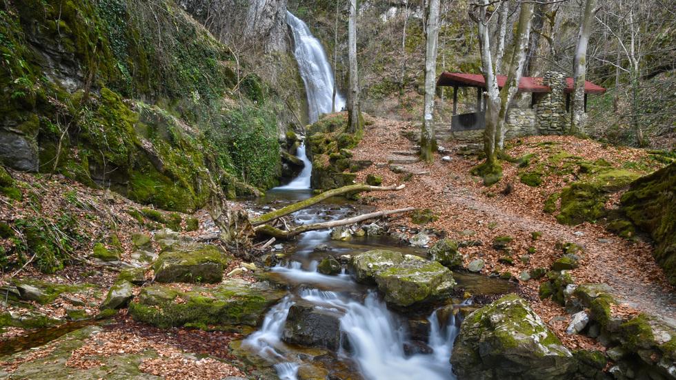 Край водопада