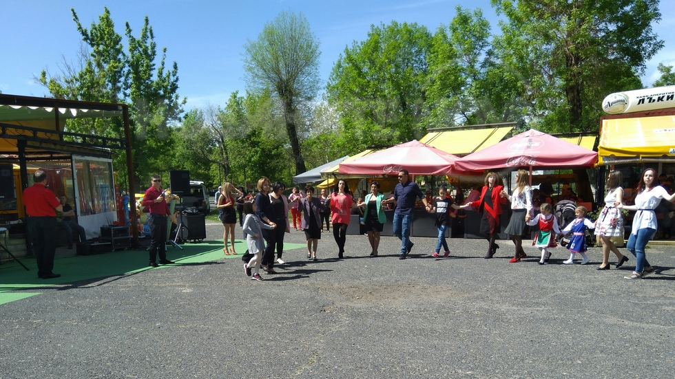 Великденско хоро в Момчилград