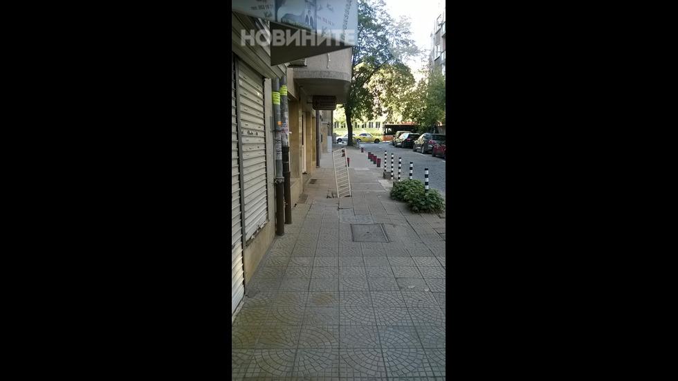 Пропаднал тротоар в центъра на София