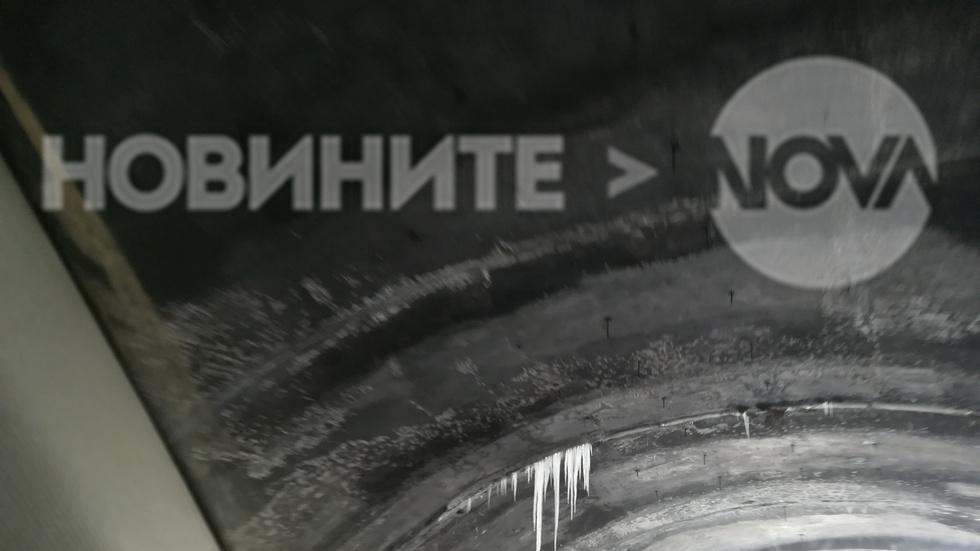 Ледени късове над пътя в тунелите на влизане във Велико Търново от Русе