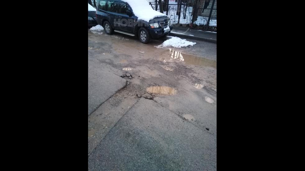 Невъзстановена пътна настилка след завършени ремонтни дейности