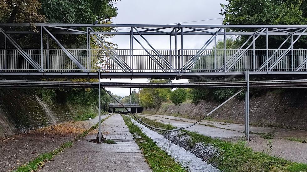 Висящ кабел над Владайска река