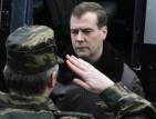 Медведев критикува остро Путин за конфликта в Либия