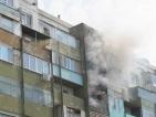 Пожар в жилищен блок заклещи в капан деца и възрастни