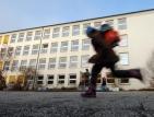 15-годишна наръга съученичка заради сенки за очи