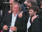 Френският актьор Депардийо уринирал на пътеката на пътнически самолет