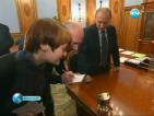 Донесоха вода от езерото Восток в Антарктида в кабинета на премиера Путин
